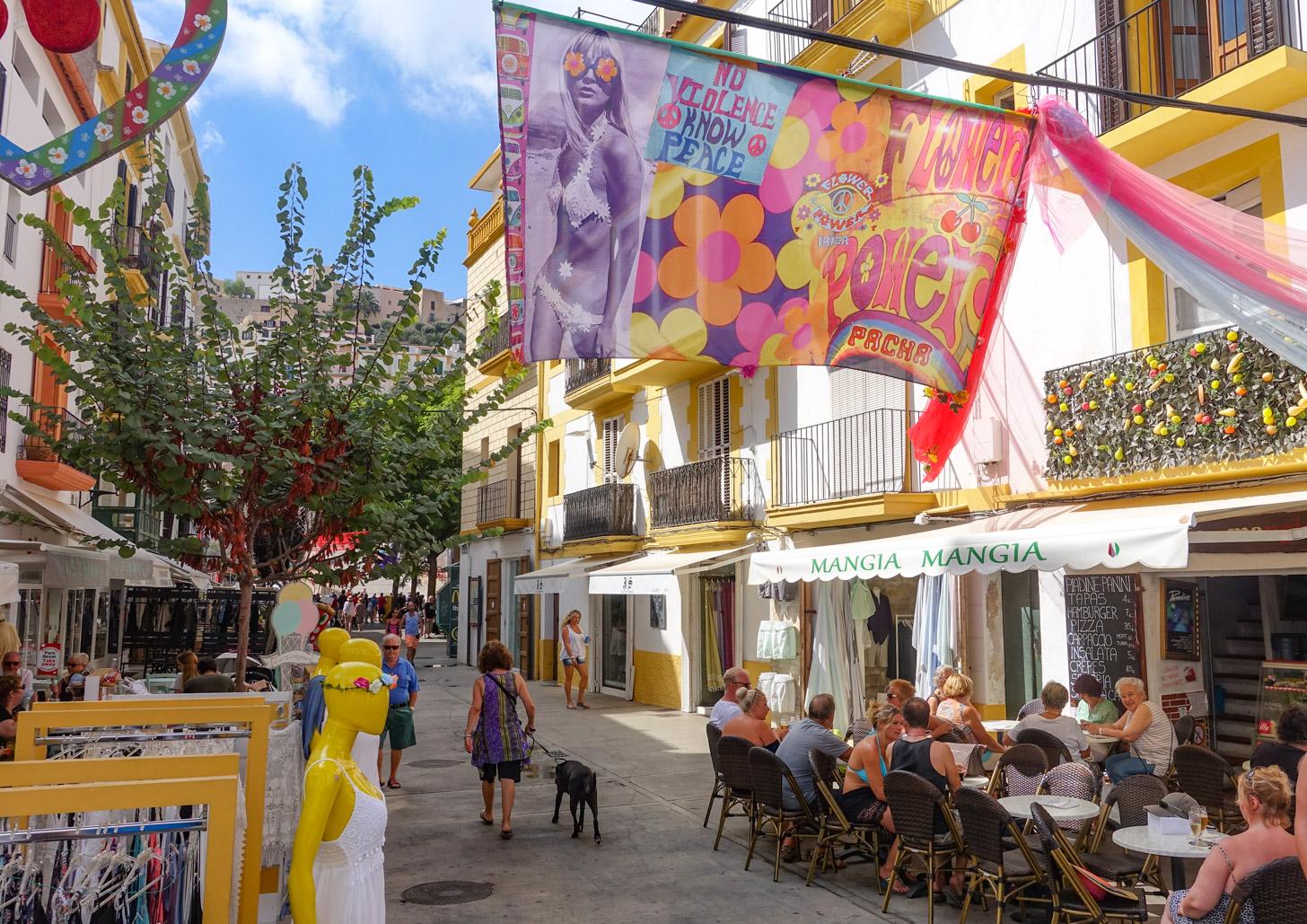 Terrasjes in het centrum van Ibiza-stad
