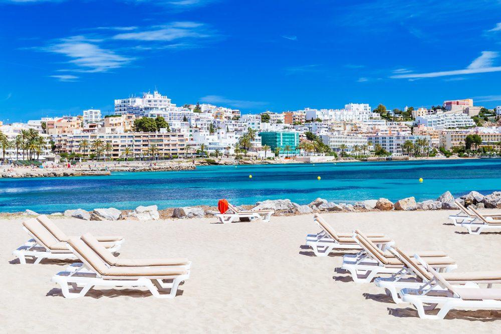 Strand bij Ibiza-Stad