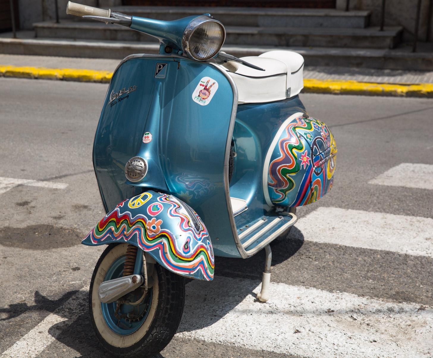 Huur een scooter om Ibiza te verkennen